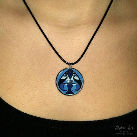 Model wearing VIZAĜO Ace of Spades pendant