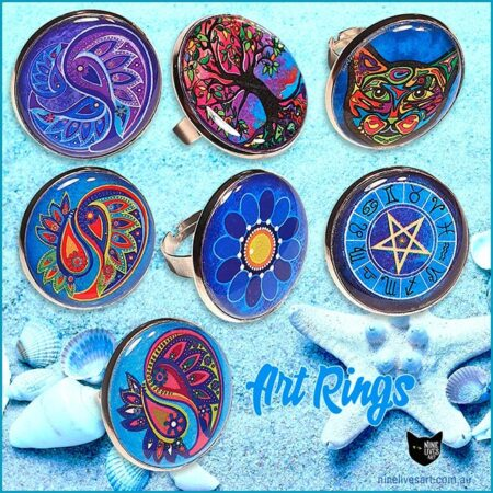 Novelty colourful art rings sealed under 25mm flat resin disc in tarnish free adjustable ring base