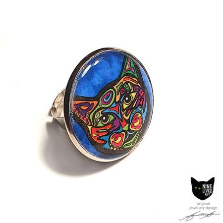 Blue Psychedelic Cat art ring sealed under 25mm flat resin disc in tarnish free adjustable ring base